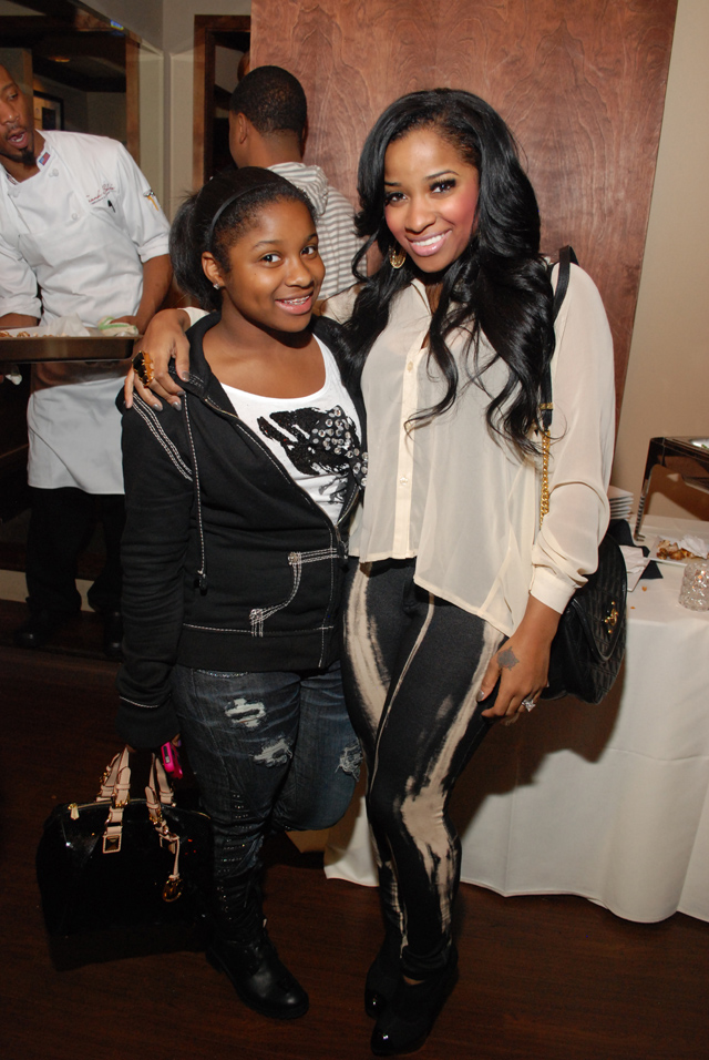 Photo of Antonia Wright & her Daughter  Reginae Carter